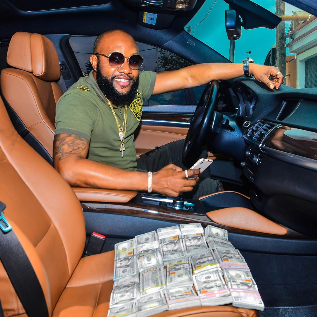 Kcee Display Wads Of Dollars On His Car Seat, Celebrities React