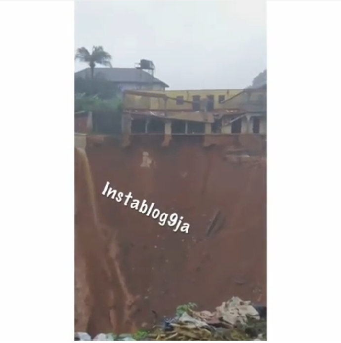 Gully Erosion Pulled Down A Building During A Downpour In Nnewi, Anambra