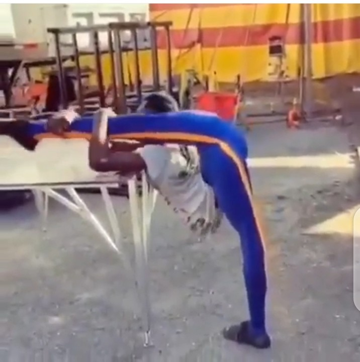 Na Human Being Be This? Reactions To 'Rubber' Flexible Man (Photos)