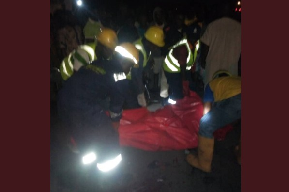 Two Dead, As Container Falls On Car In Lagos [photo]
