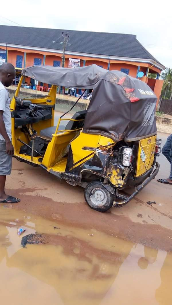 Lady Crushed To Death In Anambra Accident Between Truck & Keke (Graphic) 4