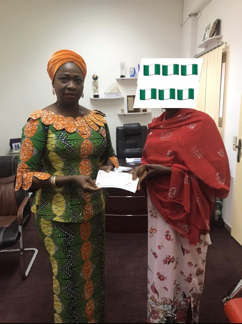 Woman Donates Her Salary (N500,000) To South Africa Returnees (Photo)