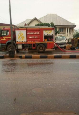 Fire Incident Averted In Awka As Fuel Tanker Crashes Into Drainage (Photos) 2