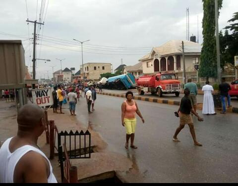Fire Incident Averted In Awka As Fuel Tanker Crashes Into Drainage (Photos) 4
