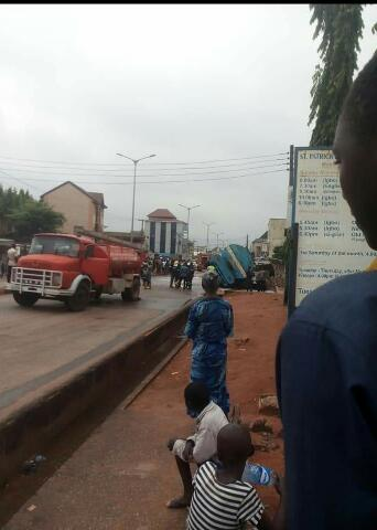 Fire Incident Averted In Awka As Fuel Tanker Crashes Into Drainage (Photos) 7