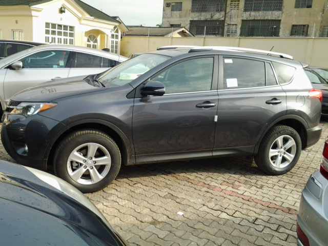 an extremely clean 2013 toyota rav4 xle 4wd for sale autos nigeria. Black Bedroom Furniture Sets. Home Design Ideas