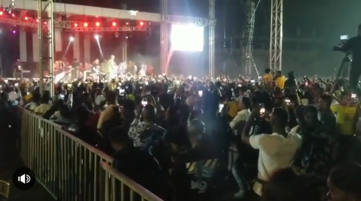 Naira Marley Performs In Anambra, Excites Crowd (Video) 5