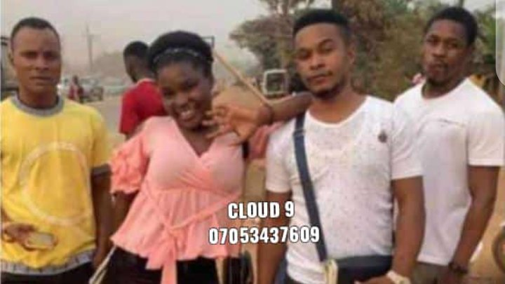 Kiss & Tell: Lady Confronts Guy On The Road For Telling