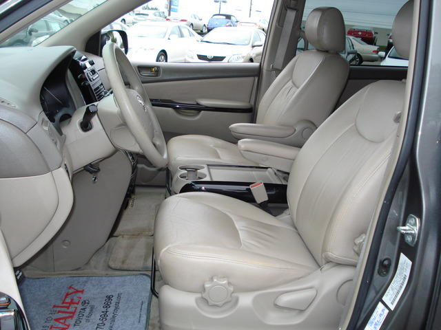 2004 Toyota Sienna Runs Good Leather Interior. FACTORY FITTED A/C Vin  #5TDZA23C14S015003 Serious Inquiries Only Please Contact Me At  Asorock1234@yahoo.com ...
