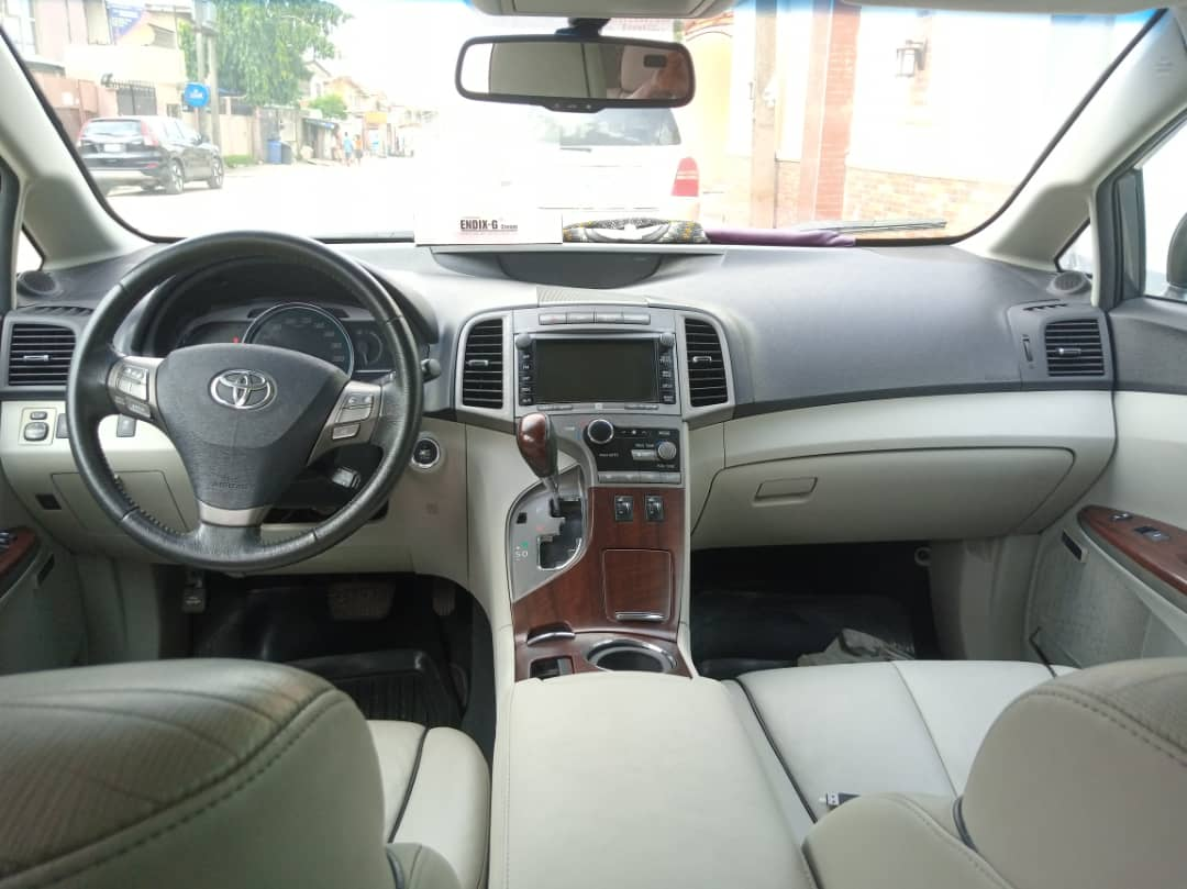 pristine clean toyota venza 2010 model for 3 4m