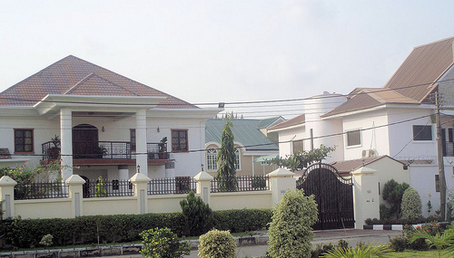 Why do nigerians fence their houses properties 4 nigeria