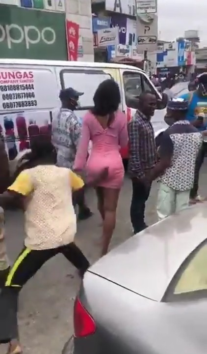 Man Spanks A Lady's Backside In Computer Village And Runs Away (VIDEO) 1