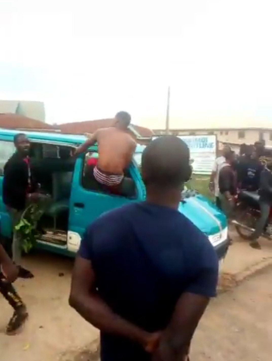 #ENDSARS: Protest In Osogbo This Morning As SARS Officers Chase 3 Suspected Fraudsters To Death 3