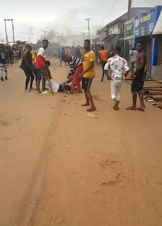 #EndSARS Protest Heats Up as Students Remove Police Signpost In Ekpoma