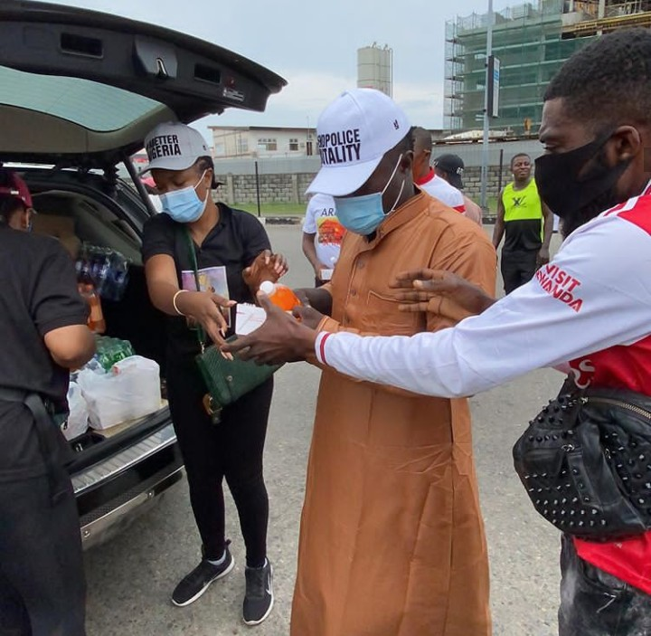 EndSARS: Omoni Oboli and Friends Share Food & Drinks To Protesters In Lagos