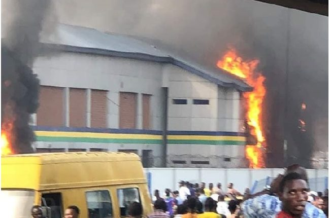 2 Police Stations Burnt In Lagos, 2 Killed, As Military Stops Attack On Others 1