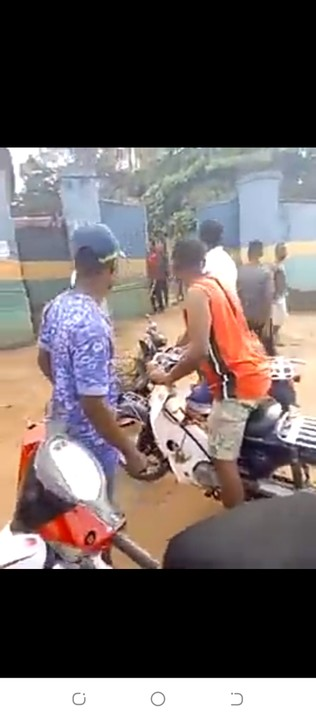 Photos and Videos as Hoodlums Burn Nnewi Police Station And Release Impounded Motorcycles