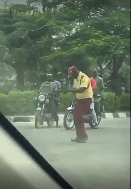 Lastma Officer At Ikeja Axis Dancing While Executing His Duty Excellently 1
