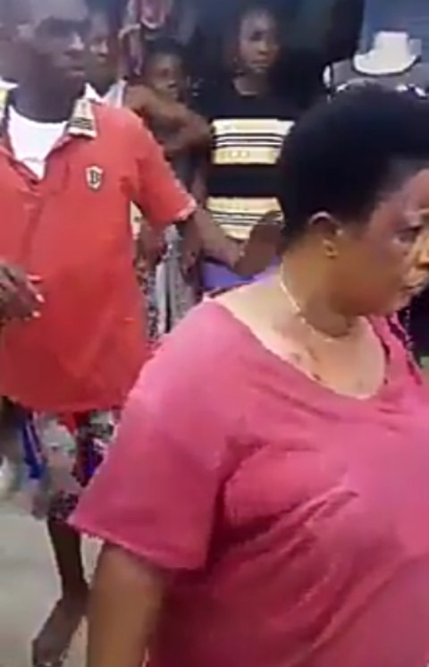 Crowd Mobs Woman Accused Of Stealing A Man's Penis In Aba