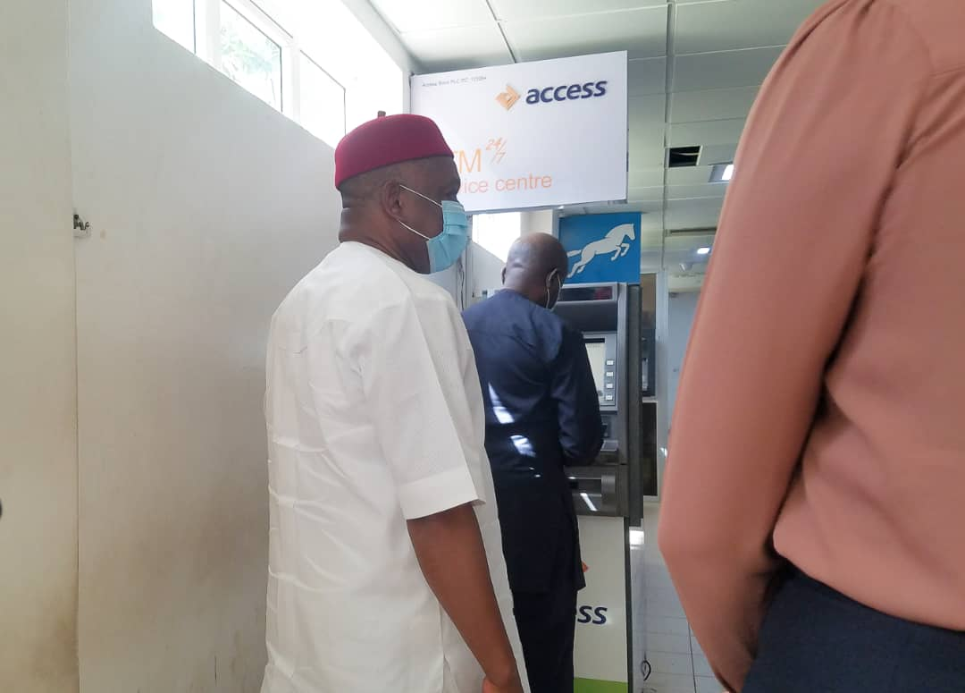 NAIJA.FM See Nigerian senator on an ATM queue (PHOTOS)