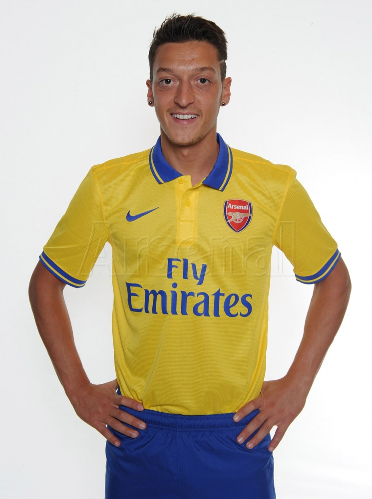 First Pictures Of Ozil In Arsenal Colours - European ...