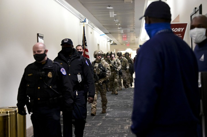 FBI SWAT Team Arrives At Capitol To Clean Out Trump ...