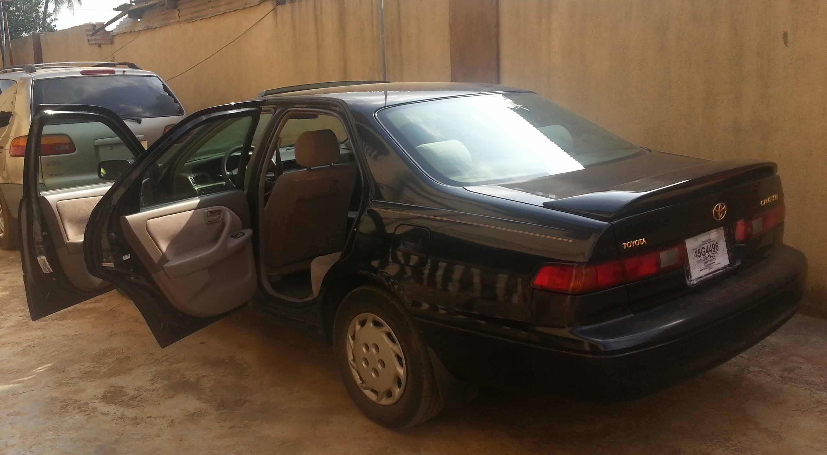 1998 toyota camry le gold emblem n870k sold autos. Black Bedroom Furniture Sets. Home Design Ideas