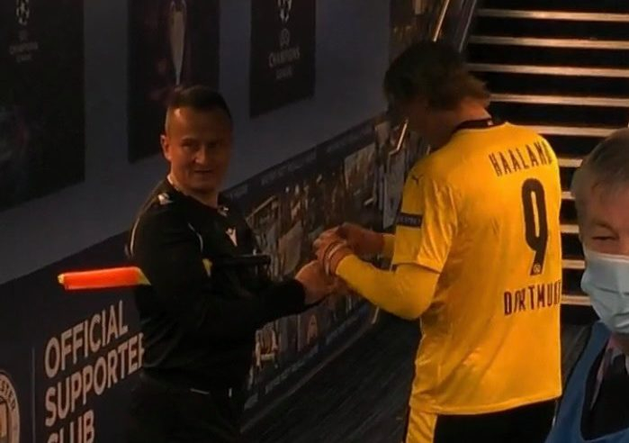 Linesman Asks Haaland For Autograph After Man City Game