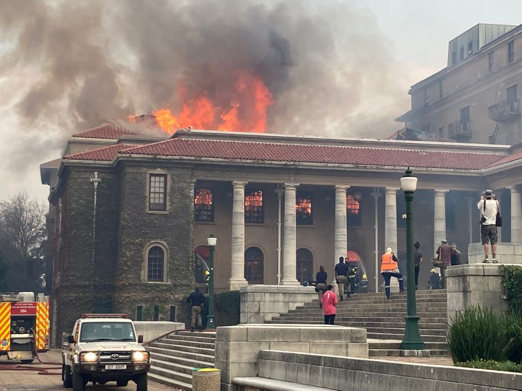 University of Cape Town In Flames As Wild Fire Sweeps Across Cape Town (Pictures)