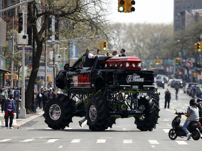 A Monster Truck Carries DMX Casket To Brooklyn's Barclays ...