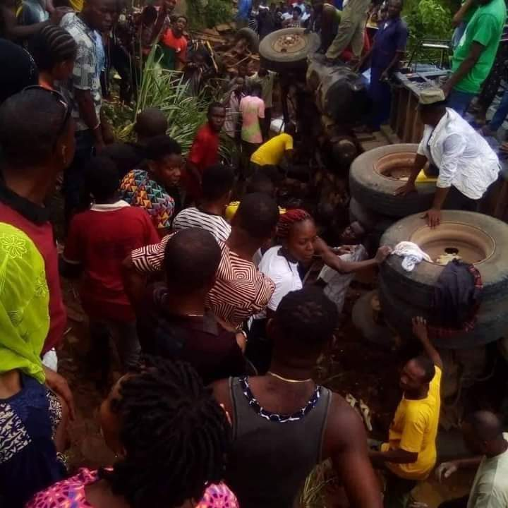 BREAKING!!! Over 20 Women Crushed To Death As Trailer Loses Brake In Imo