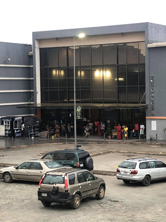Soldiers Lock-up Customers In Shoprite Umuahia Over Alleged Missing Money