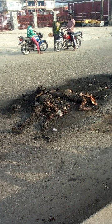 Two robbers, burnt to death at the Coker Express in Lagos