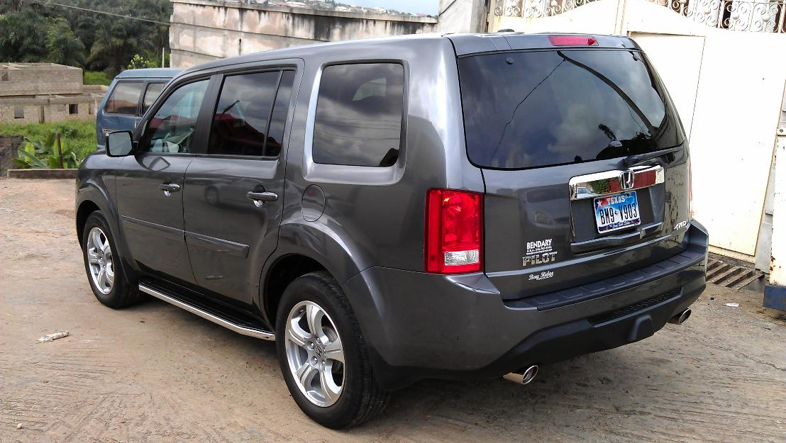 ... Rearview Camera, Automatic Climate Control, Power Windows, Power Door  Locks, Power Exterior Mirrors, Power Liftgate, Side Steps, 18 Inch Wheels  And More