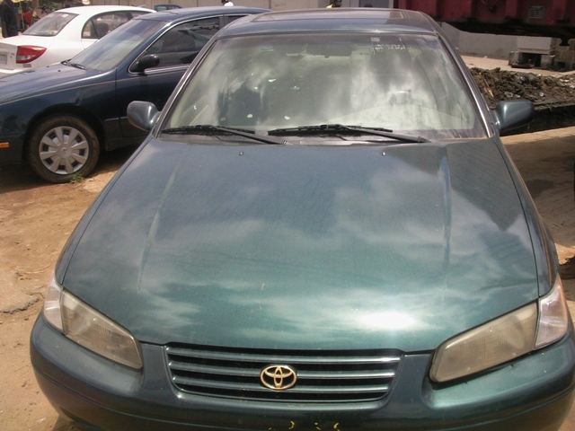 1997 1998 toyota camry le leather seats and clean. Black Bedroom Furniture Sets. Home Design Ideas