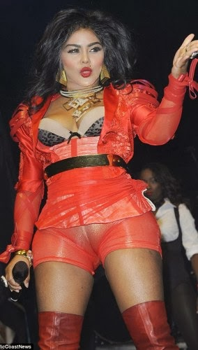 Hot Photos From Rapper Lil Kim Exposes Some Serious Camel