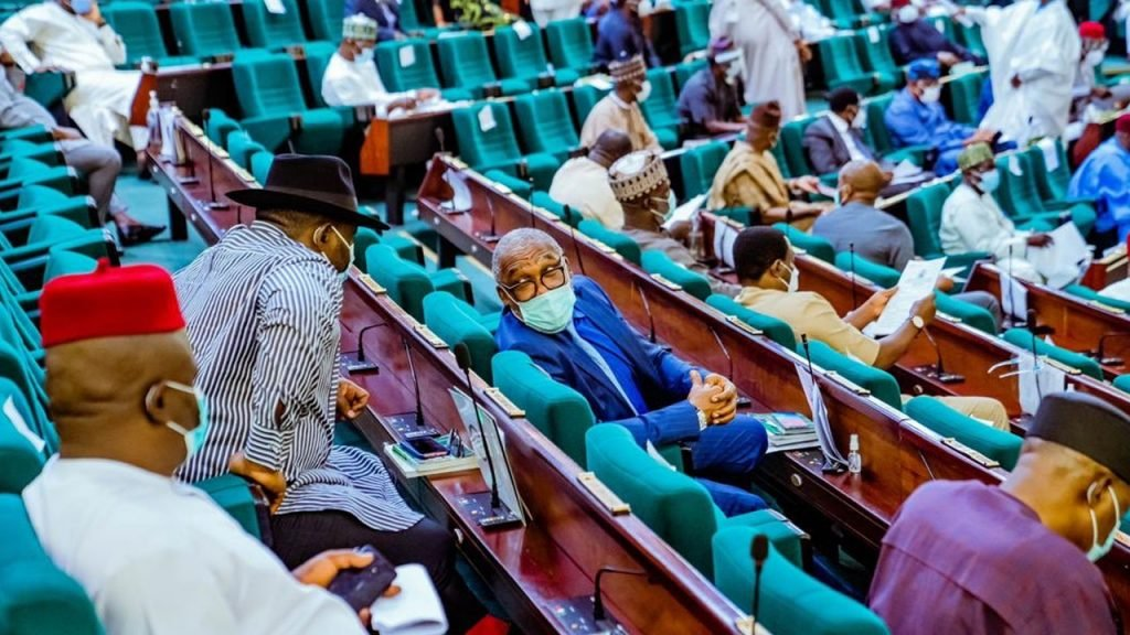 2022 Nigeria Budget: Reps Fear Economy Collapse, Says Debt Servicing Too High
