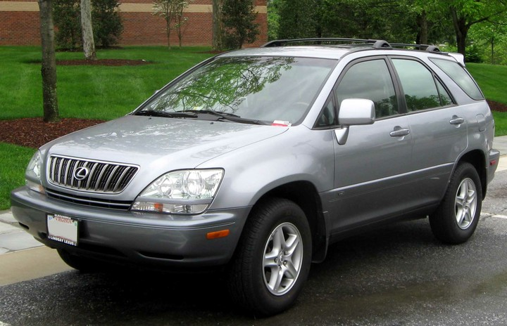 Between Lexus Rx300 2001 And Toyota Highlander 2001 Model Which One