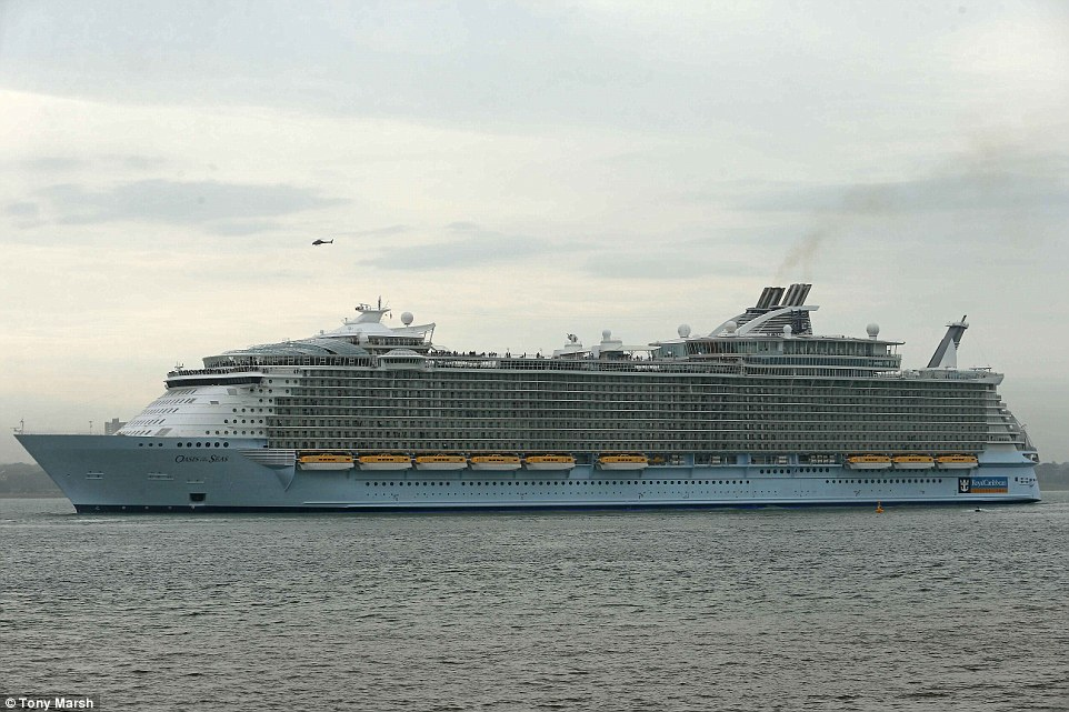 Photos world 39 s largest cruise ship oasis of the seas for Cost of world cruise