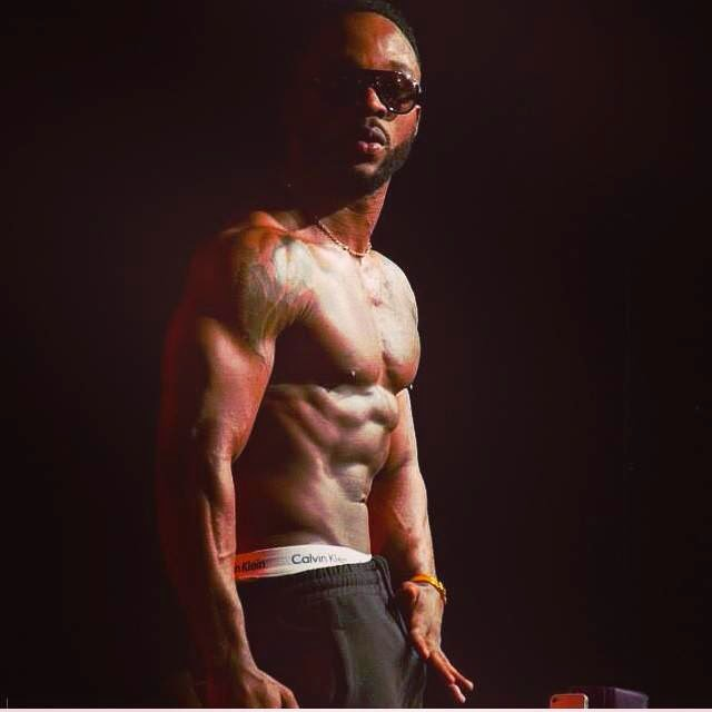 SMALL D!CKS MAKE THE LOUDEST NOISE: Iyanya Gets X-RATED On Stage