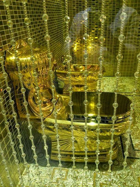 gold toilet. King Abdullah ibn Abdulaziz  according to India Today spent a whooping 3 00 000 for his daughters wedding dress which was meant make her look like Saudi Arabia Buys Gold Toilet As Wedding Present For His