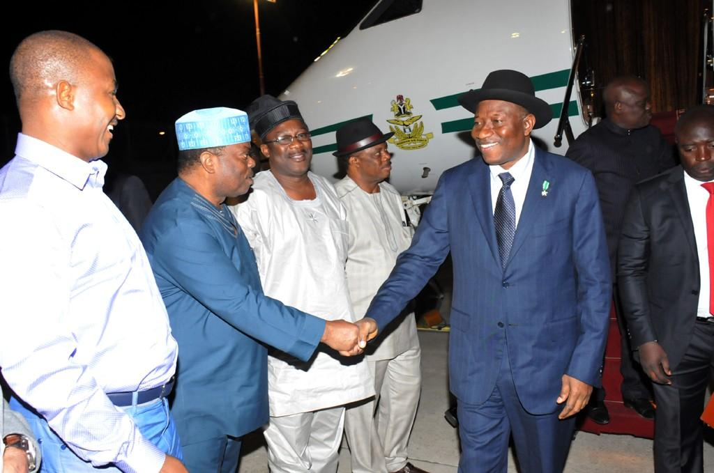 Pres. Jonathan Rocks Suit & Hat To Jerusalem (photos)