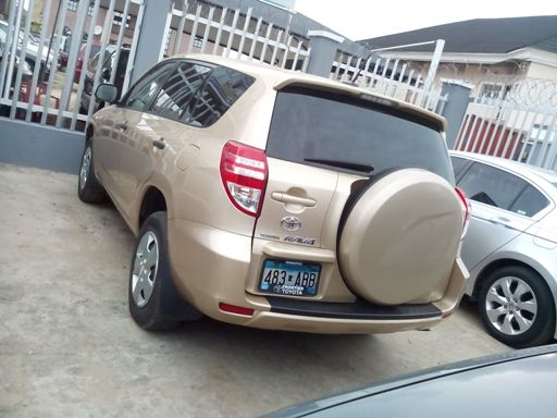 Photos 2009 Toyota Rav 4 Gold Colour ₦3 600 000