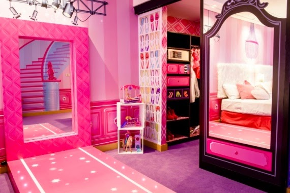 The world 39 s first barbie themed hotel room photos for Hotel barbie