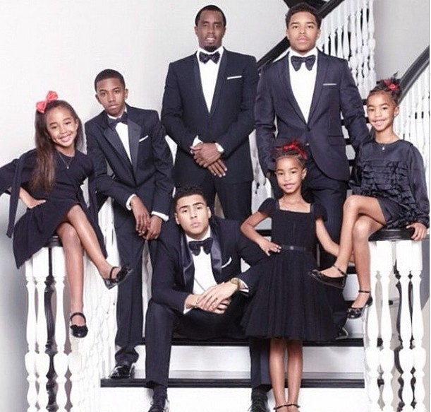 Photos Diddy Poses With His Six Children For Family Christmas Card