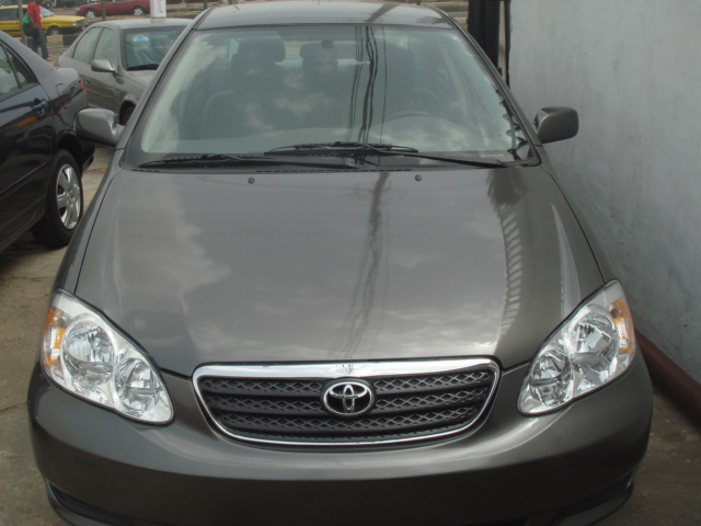 clean 2006 model toyota corolla price reduced. Black Bedroom Furniture Sets. Home Design Ideas