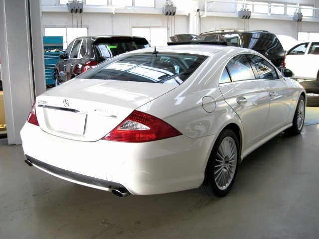 Which is classier a white audi q7 and a white mercedes for 2009 mercedes benz cls 500