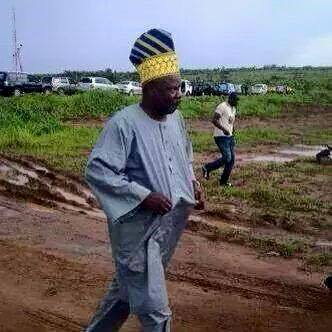 PHOTO: Governor Amosun Of Ogun Stoned By TASUED Students As He Ran For Cover