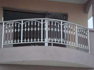 Premium quality stainless steel hand railings properties for Stainless steel balcony grill design