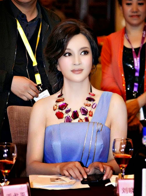 The Youngest Looking 60 Year Old Woman In The World (pics